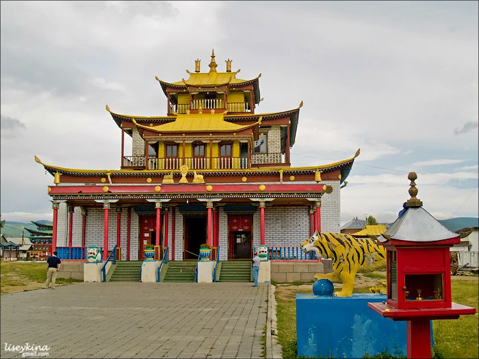 The main temple Sockshin-dugan is built up according to the mandala principle