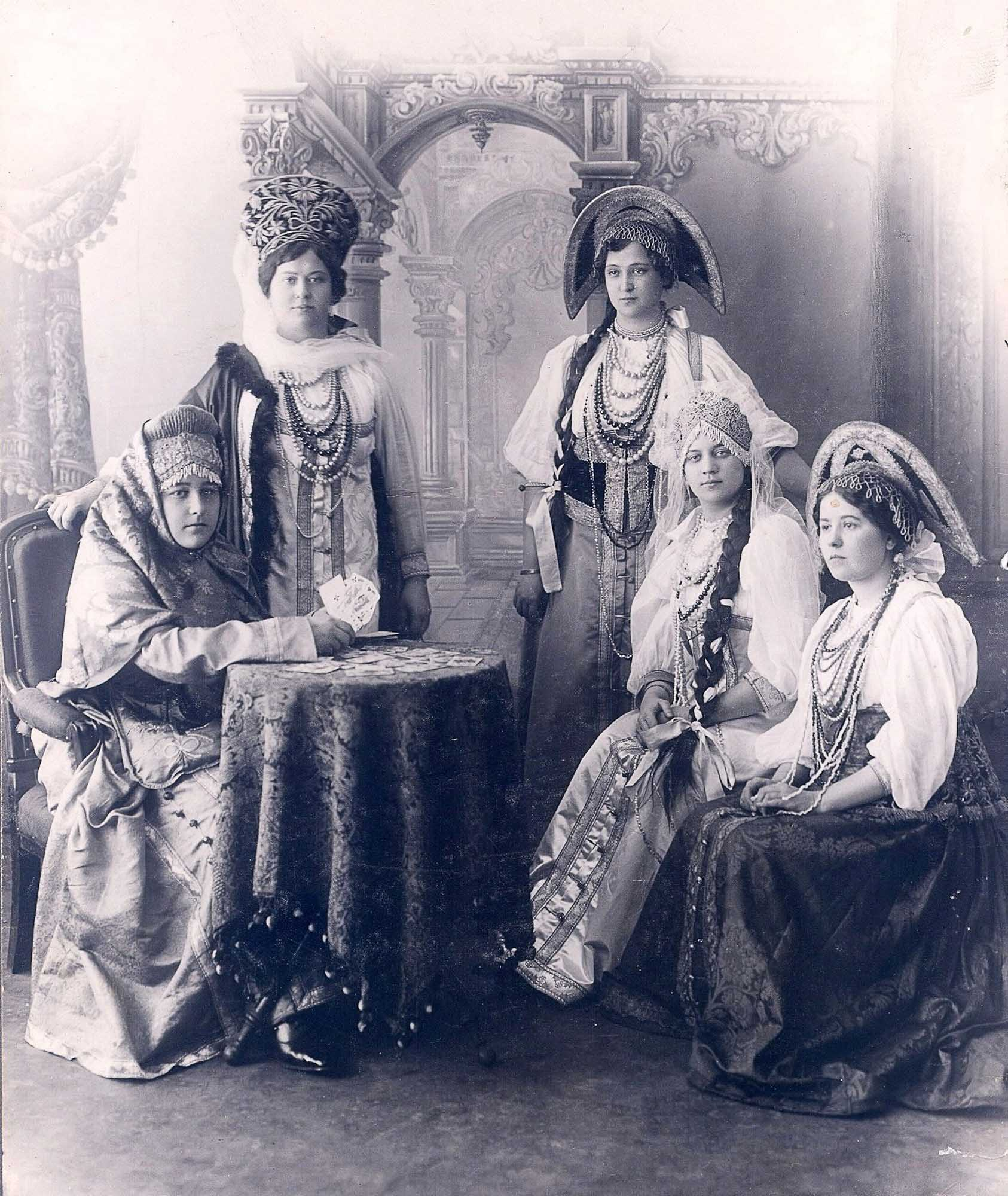 In Russian costumes (1907)