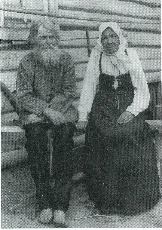 Old people in everyday, not decorated clothes (1910)