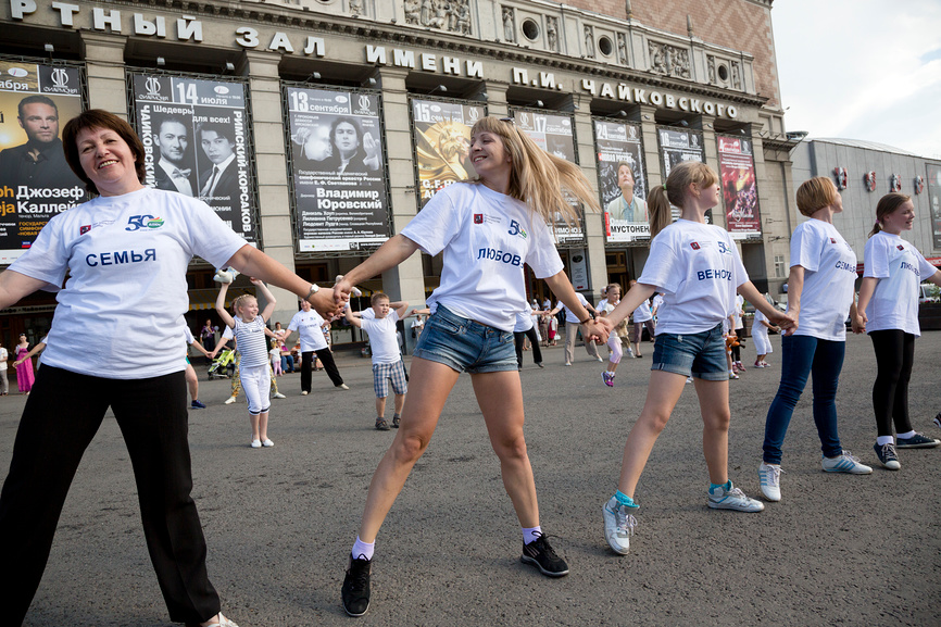 Dancing flashmob devoted to the Family Day