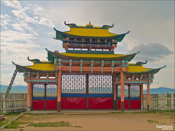 The main gates of Ivolginsky Datsan