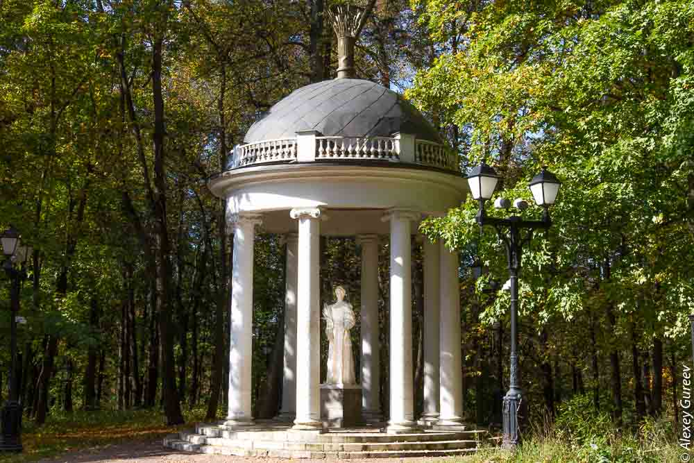 The summerhouse Temple of Ceres with a sheaf of grain
