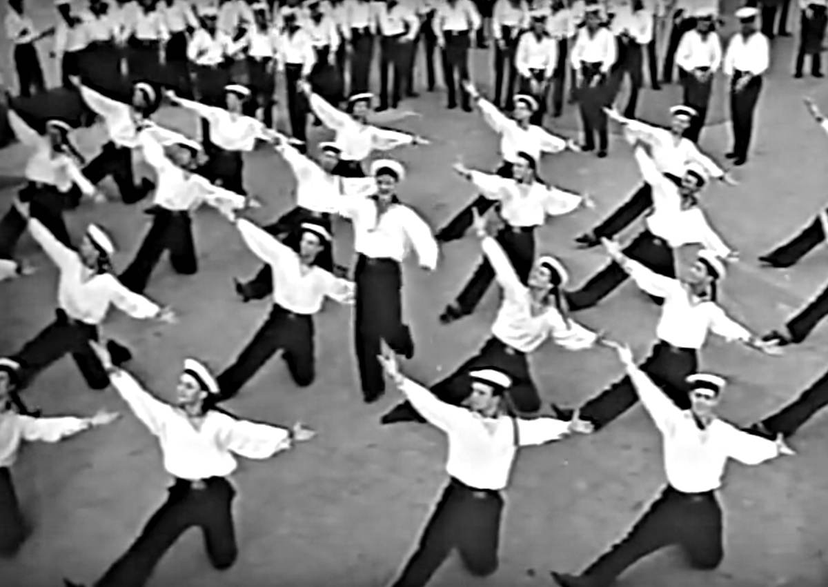 Russian sailors dance